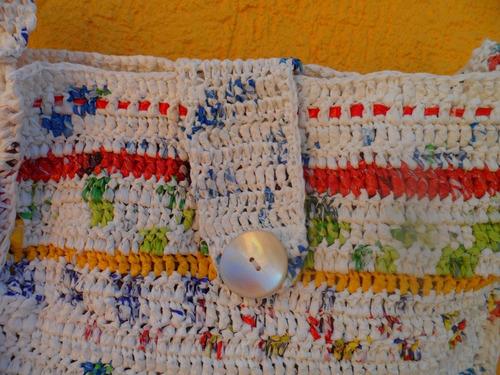 cartera reciclada ,tejida a mano con bolsas