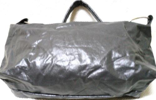 cartera simil cuer de 30cm x 12 cm gris muy original