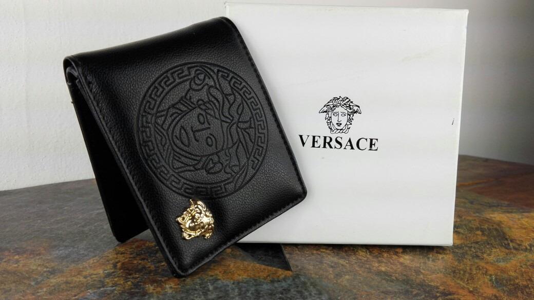 información para 61fb4 d6947 Cartera Versace