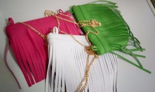 carteritas, bolsos bandoleros de flecos bellos y a la moda