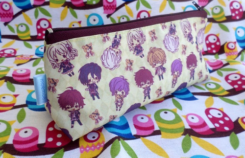 cartuchera triangular de diabolik lovers anime