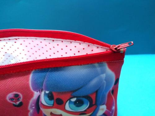 cartuchera triangular de miraculous ladybug adrien marinette