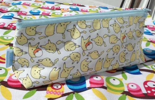 cartuchera triangular de pokemon anime pikachu pokebola