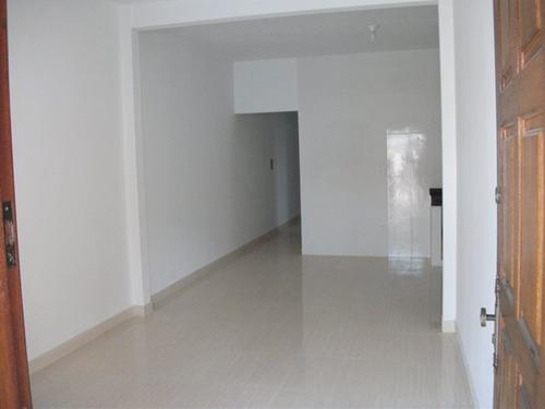 casa 02 quartos, sala conjugada com cozinha, banheiro, área de tanque e quintal, 02 vagas. - 1309