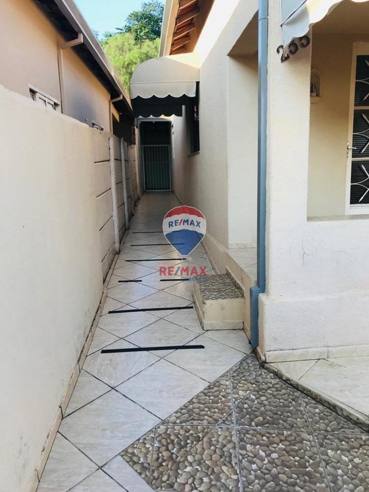 casa 03 dormitorios amplos, arejada em excelente condição