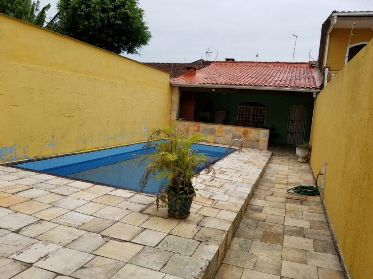 casa 03 dormitórios com piscina, lado praia  (818)