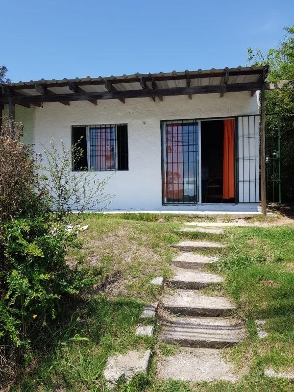 casa 1 dorm con patio y jardin.