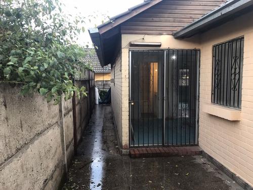 casa 1 piso 3 dormitorios 2 baños, amplio estacionamiento