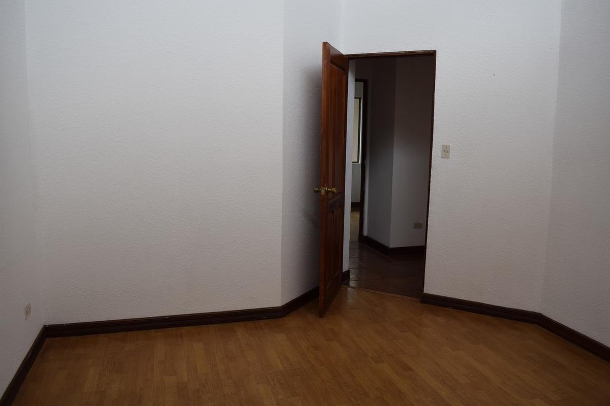 casa 1 piso, amplio patio, en residencial la giralda c-61