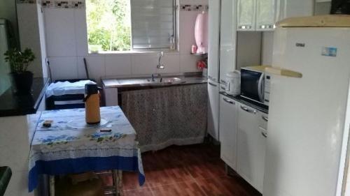 casa 1 quarto, barata, ótima opção na praia de itanhaém.