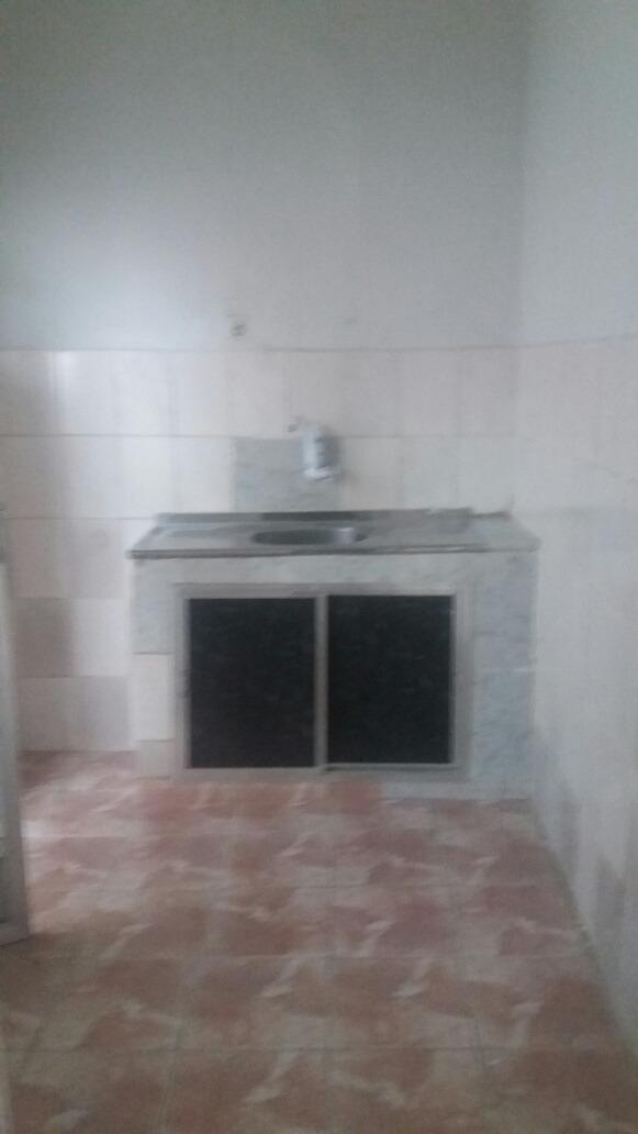 casa 1 quarto  sala cozinha  banheiro  e quintal