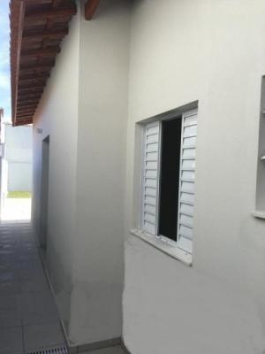 casa à 1.300 metros do mar com 2 quartos em itanhaém-sp