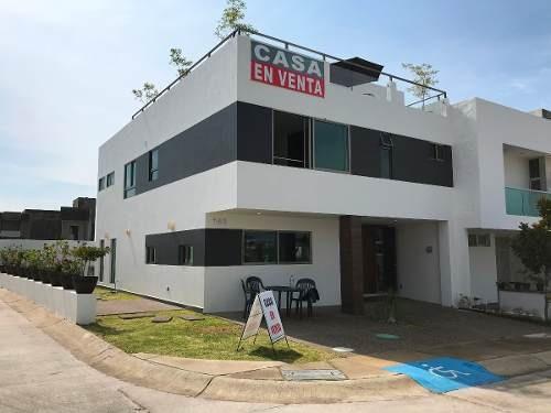 casa 145 - amplia, en esquina, frente a parque