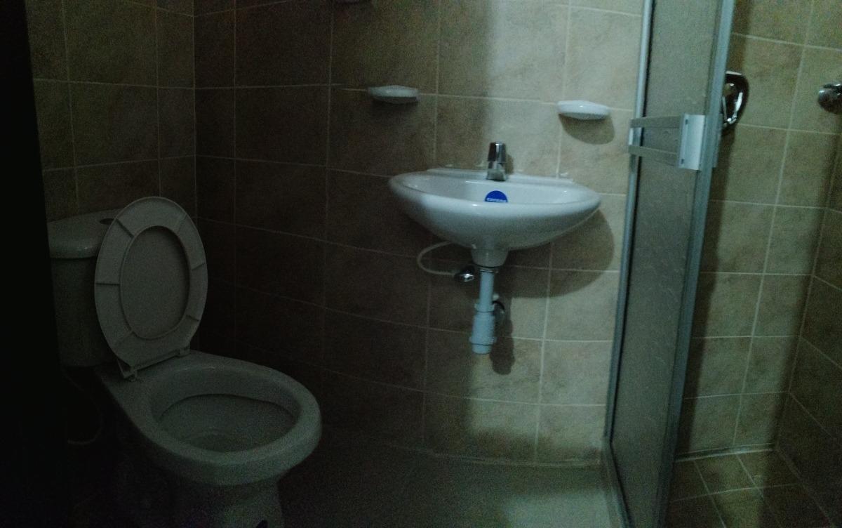 casa 1er piso, 240mt2, 4 habitaciones, 3 baños, 3 patios