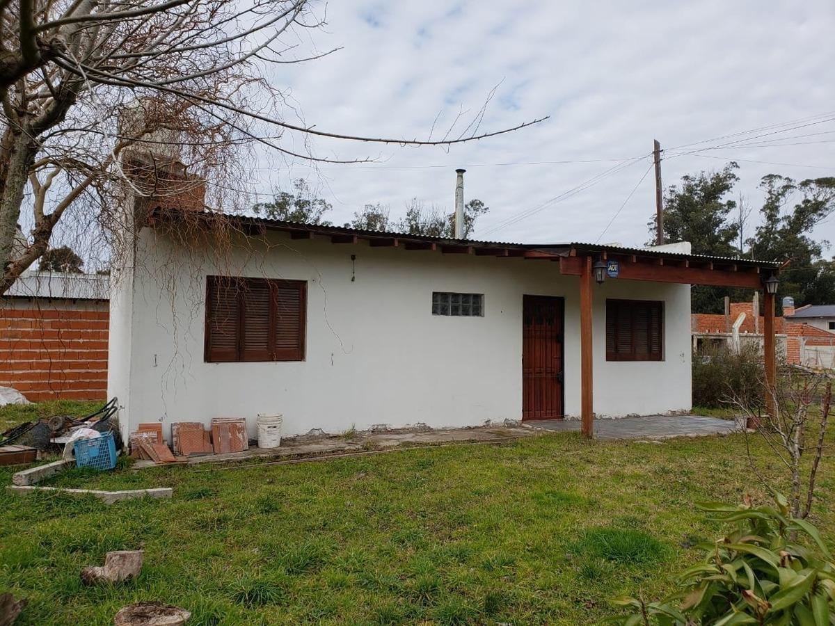 casa 2 ambientes en barrio parque peña en venta