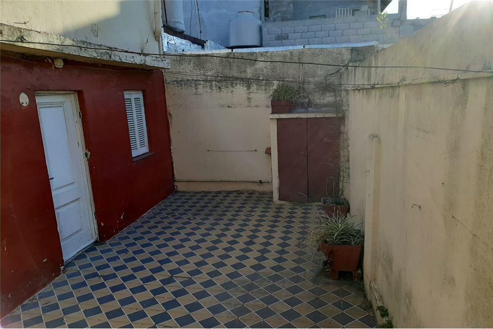 casa 2 ambientes en lanus (remedio) con patio