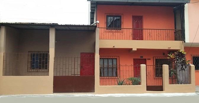 casa 2 ambientes y 2 baños, ver foto, cerca del terminal del