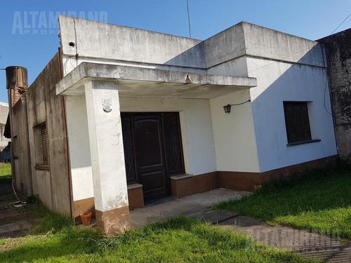 casa 2 dorm. sobre lote 321 m²