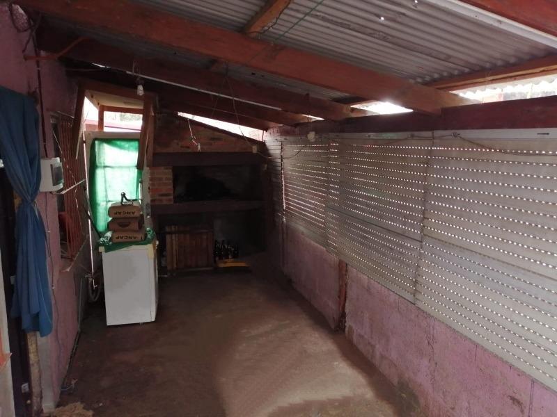 casa 2 dormitorios baño cocina,comedor. contrucción al fondo