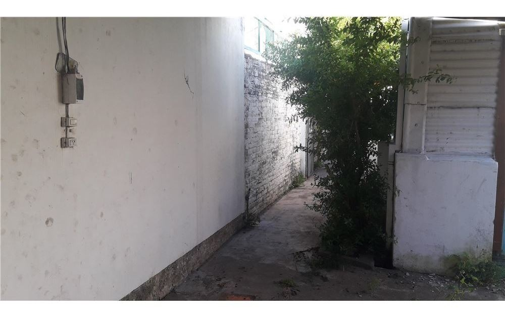 casa. 2 dormitorios. berisso. cochera. patio