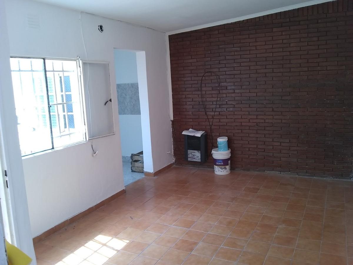 casa 2 dormitorios c/ patio zona sur