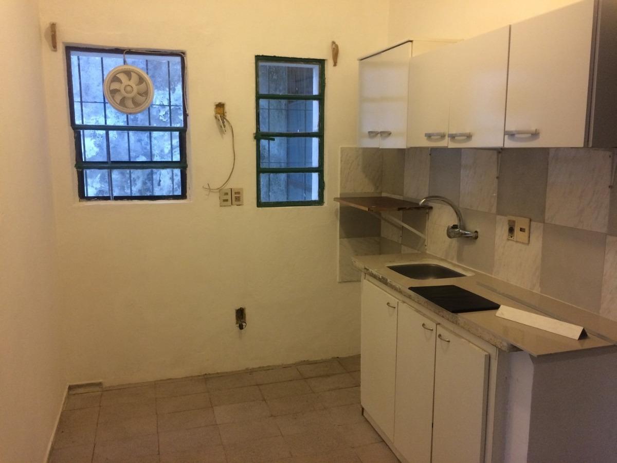 casa 2 dormitorios con jardín al frente sin g.c ideal !
