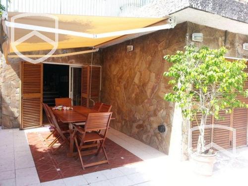 casa 2 dormitorios. jardin al frente y patio con pileta y parrilla. arijon 00