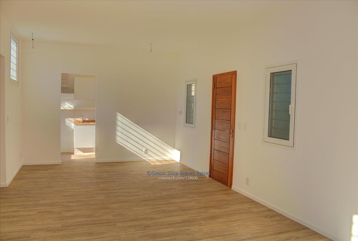 casa, 2 dormitorios, jardín y fondo. solymar sur con renta!