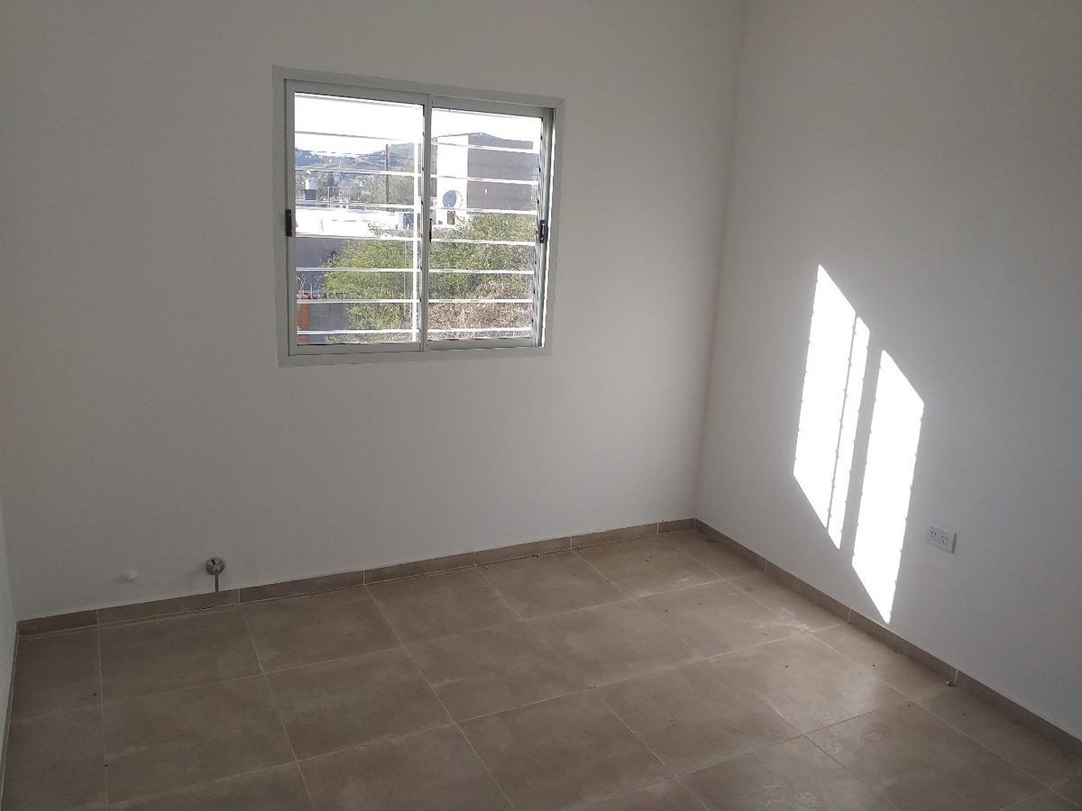 casa 2 dormitorios patio 72 m2 cub. la calera - apto credito
