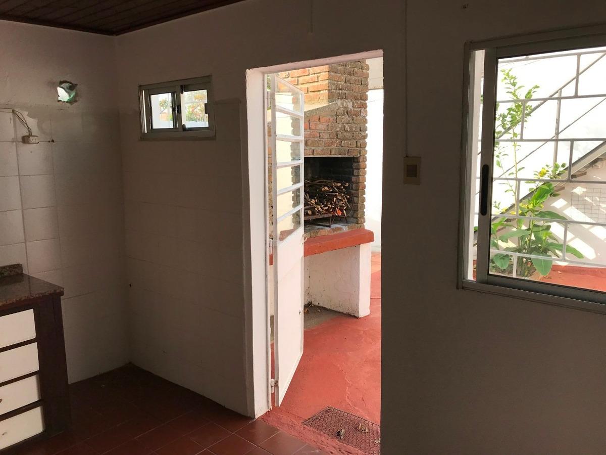 casa 2 dormitorios, patio, parrillero y estufa a leña