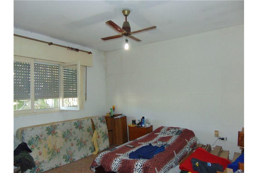 casa 2 dormitorios. perez.