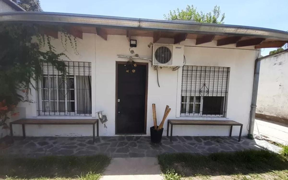 casa 2 dormitorios y 90 mts 2 cubiertos-lote 10 x 21,40 mts - manuel b gonnet