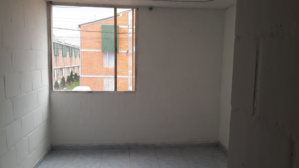 casa 2 habitaciones, sala comedor, patio de ropa, altillo