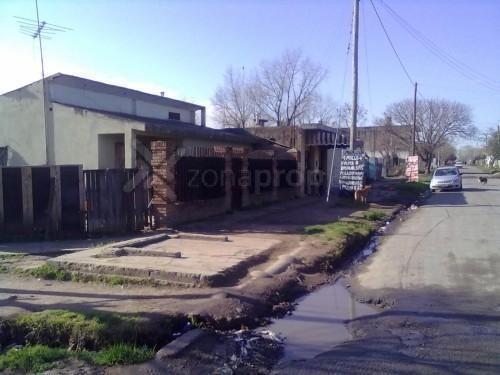 casa + 2 locales local   calle j e dunant, moreno