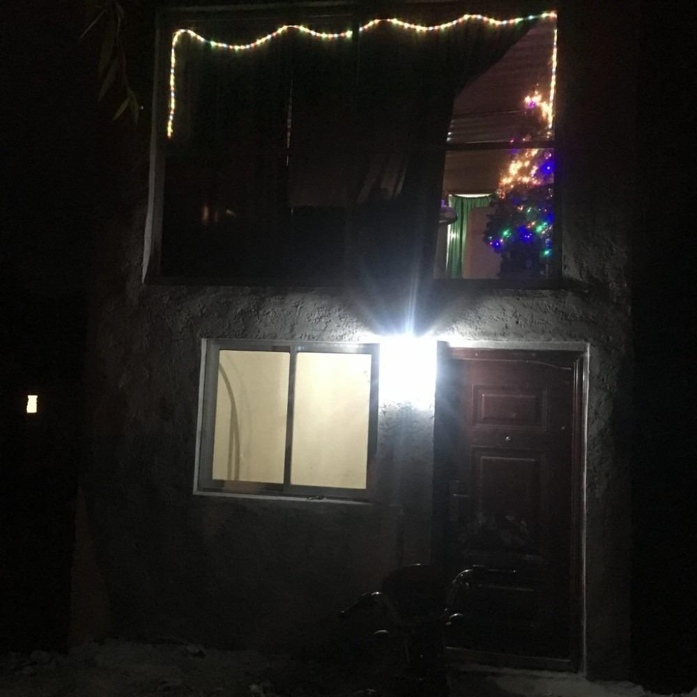 casa 2 plantas con frente, cochera y porton