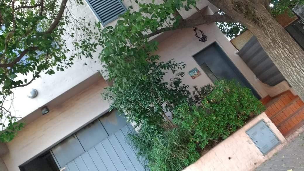 casa 2 plantas, con galpón (taller), zona sur de cba