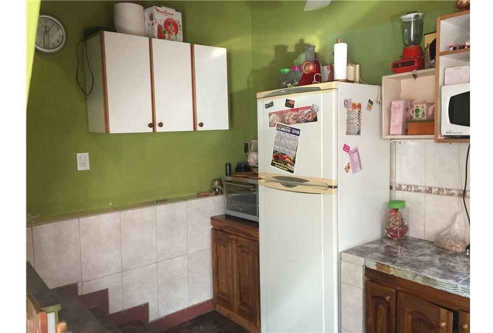 casa 2 plantas ideal dos familias. patio garage