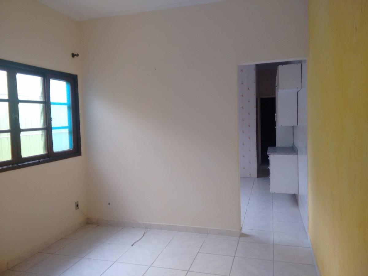 casa 2 qtos, gar 4 carros, espaço p/piscina r$ 215.mil