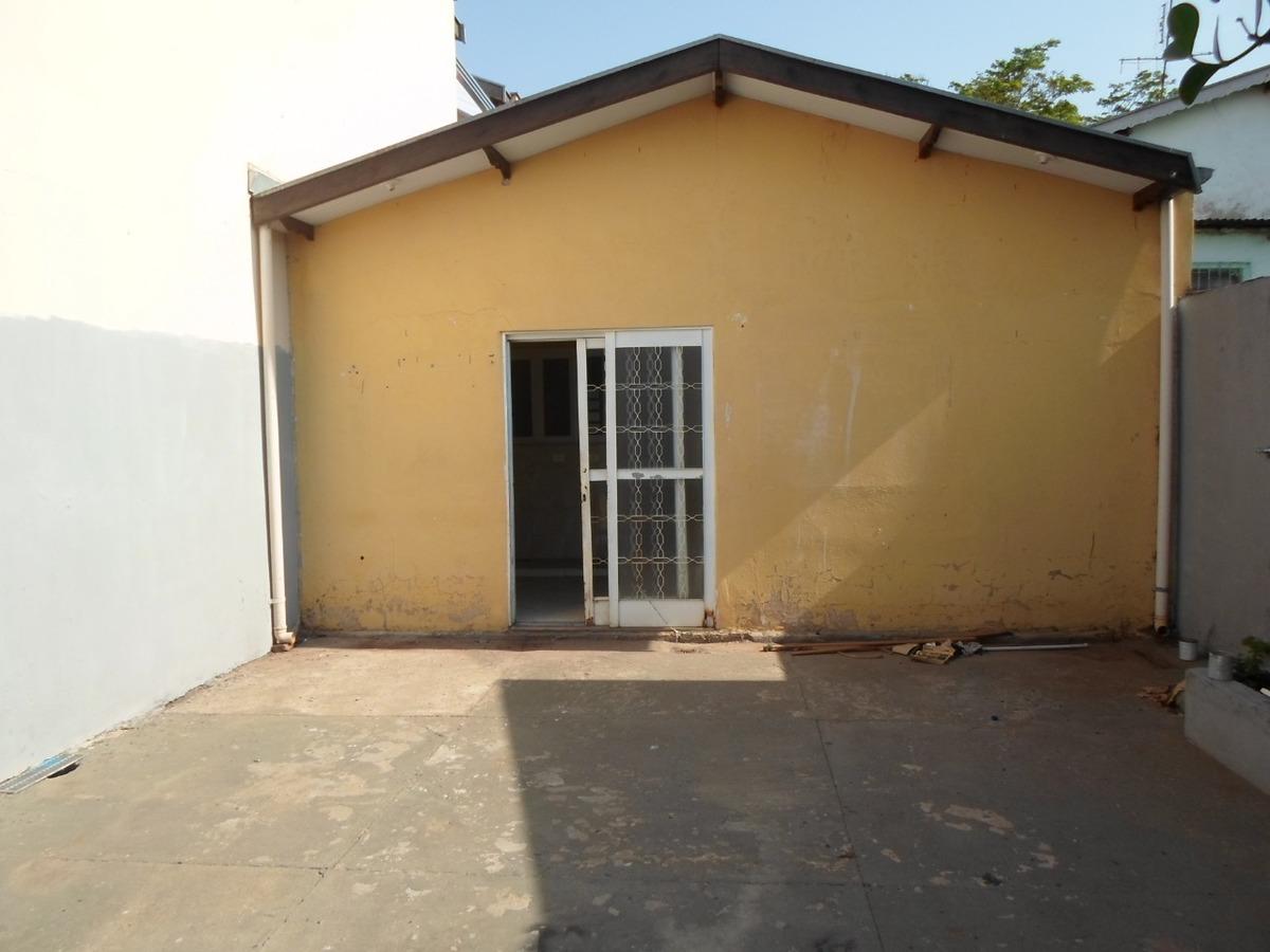 casa 2 quartos, 1 banheiro, 2 vagas de garagem.