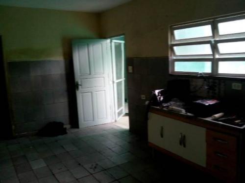 casa 2 quartos, a apenas 200 metros da rodovia, visite!