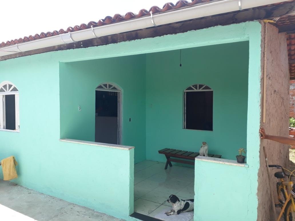 casa 2 quartos , área no fundo, espaço para garagem