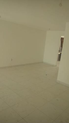 casa 2 quartos com suite,100%laje, bairro sim.