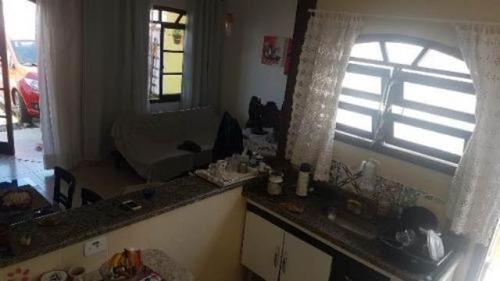 casa 2 quartos, lado praia, 1 km do mar, em itanhaém