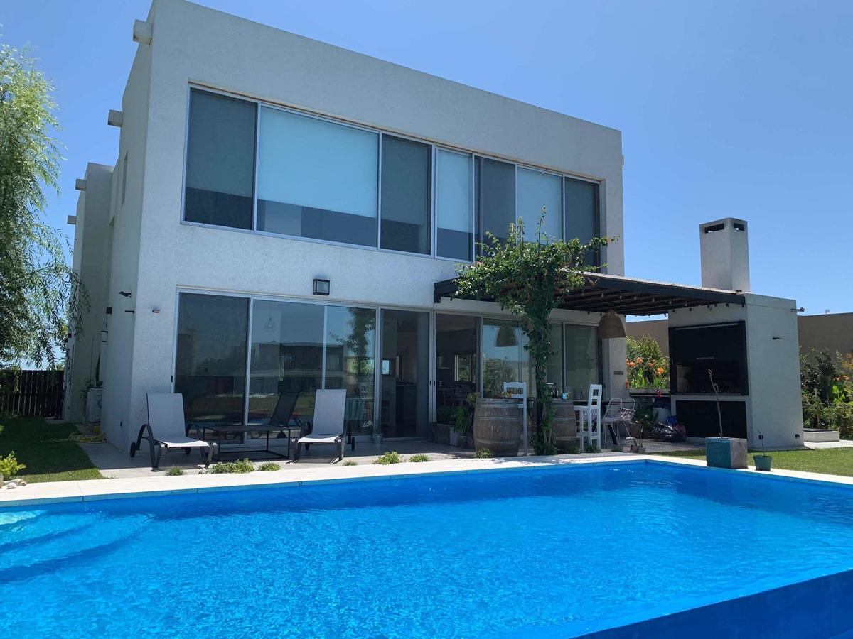 casa 280 m2 dos plantas a la laguna barrio el cantón norte