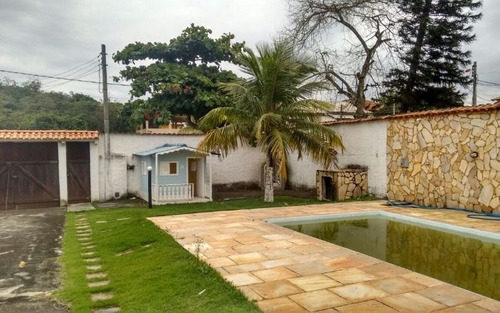 casa 2qtos sendo 1suíte + edícula c/quarto e churrasqueira e piscina itaipuaçu