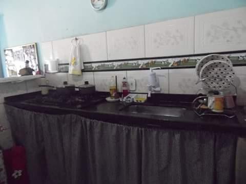 casa 2quartos, sala, cozinha americana, área de serviço,
