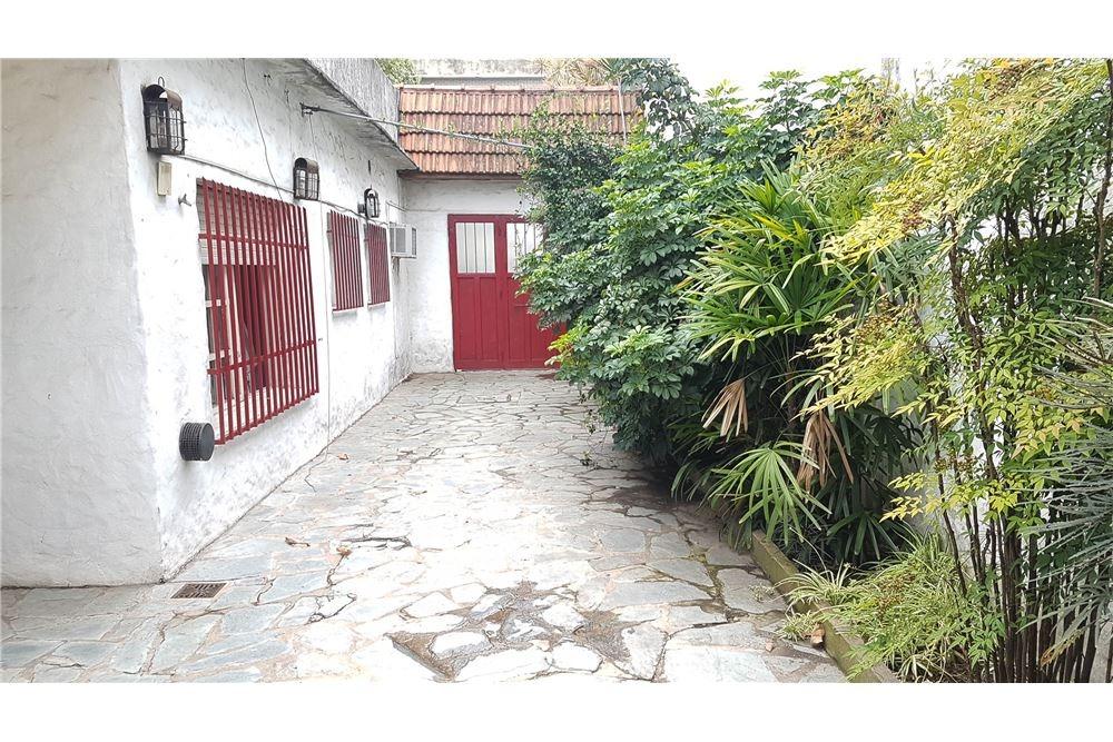 casa 3 amb. con cochera, jardín, parrilla y galpón