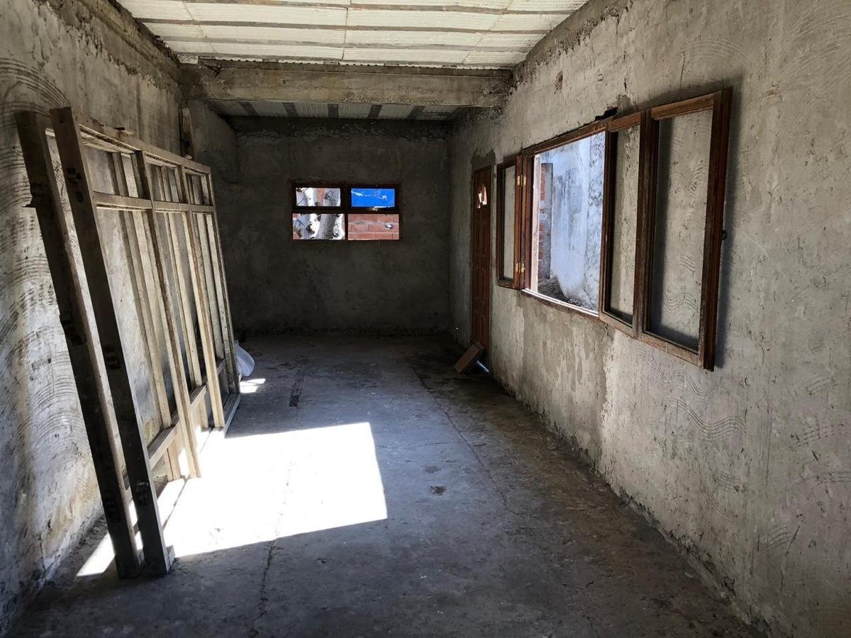 casa 3 amb con entrada de cochera en construcción en los pinares en venta!