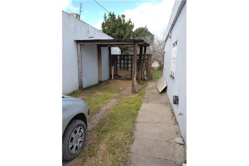 casa 3 amb con patio, galpón y lugar para 2 autos