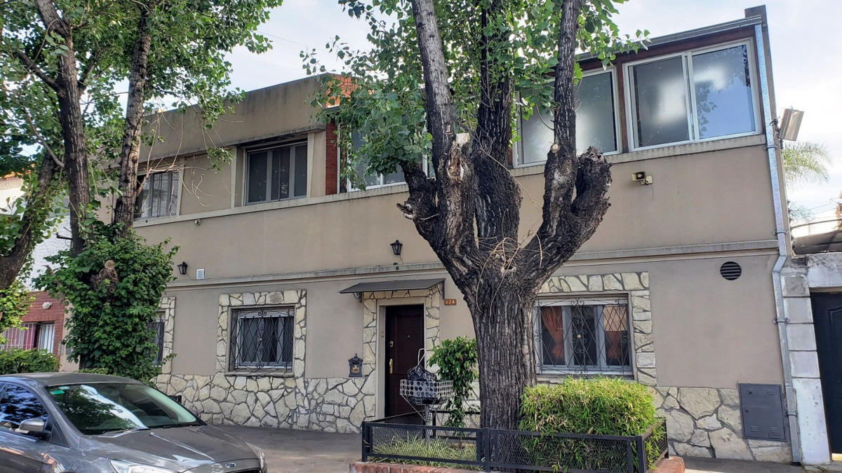 casa 3 amb en venta en a. del valle 854 lanus